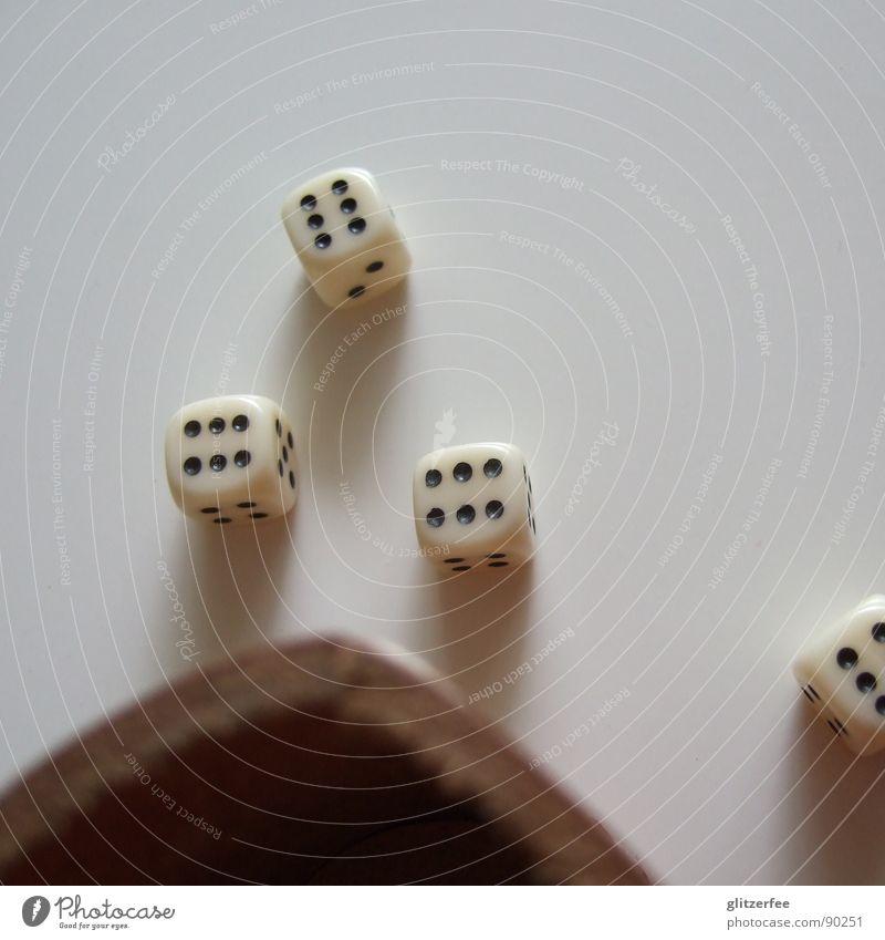 gewürfelt??? II Glücksspiel Spielen klein Becher Würfelbecher Leder Tisch Desaster Freizeit & Hobby verlieren Erfolg Verlierer Fee Freude
