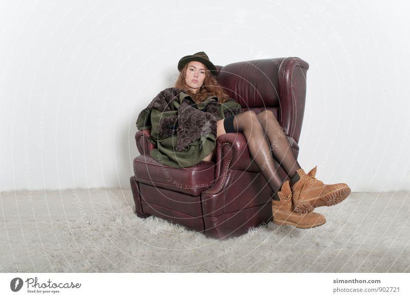 abhängen Lifestyle Reichtum elegant Stil Design schön Häusliches Leben Wohnung Innenarchitektur Sofa Raum feminin 1 Mensch 18-30 Jahre Jugendliche Erwachsene