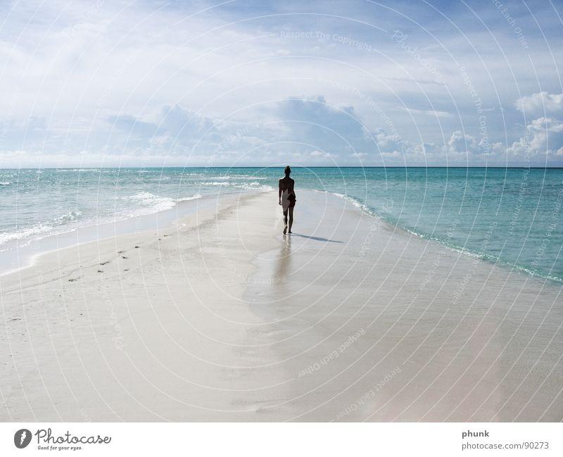 mehr ende der welt. Frau Wasser schön Ferien & Urlaub & Reisen Sonne Sommer Meer Freude Strand springen Erde hell Wetter gehen laufen Romantik