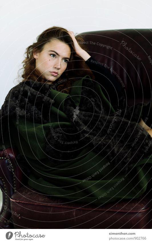 Lady Mensch schön Einsamkeit Traurigkeit feminin Stil Haare & Frisuren Mode träumen Lifestyle Häusliches Leben elegant Kraft Design Macht Hoffnung