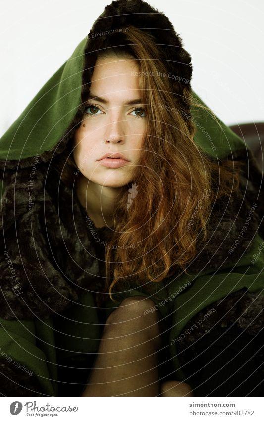 Jagd Mensch schön Gesicht feminin Stil Haare & Frisuren Kunst Mode Lifestyle elegant Design modern Perspektive ästhetisch Idee einzigartig