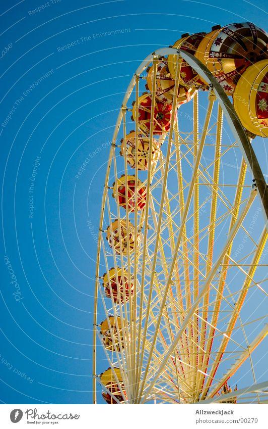 Im Himmel is Jahrmarkt 4 Riesenrad Flugzeug streben rund Familienausflug Eisen Schausteller Freude Oktoberfest blau Kreis hoch Niveau Metall Kindheit