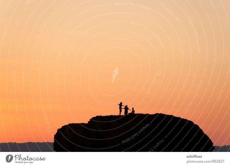 Gruppenfeeling | in Rot Mensch Ferien & Urlaub & Reisen rot Landschaft ruhig Berge u. Gebirge Freiheit Menschengruppe fliegen Felsen Zusammensein orange