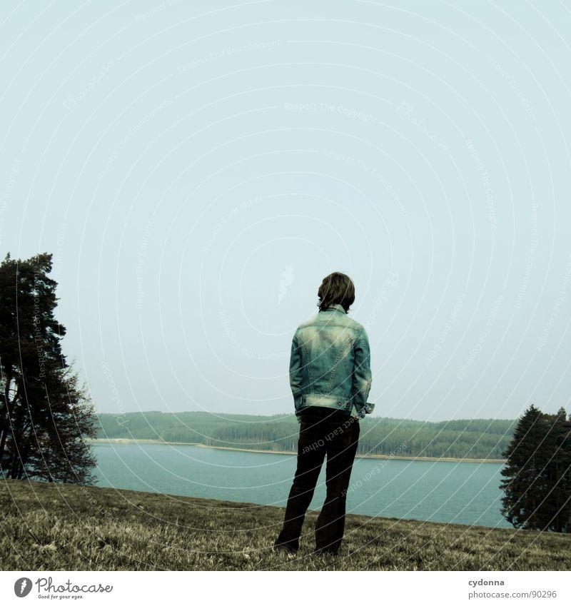 What your Soul sings Mensch Himmel Mann Natur blau Einsamkeit Ferne Landschaft Wiese Gefühle Freiheit Traurigkeit See Denken gehen stehen