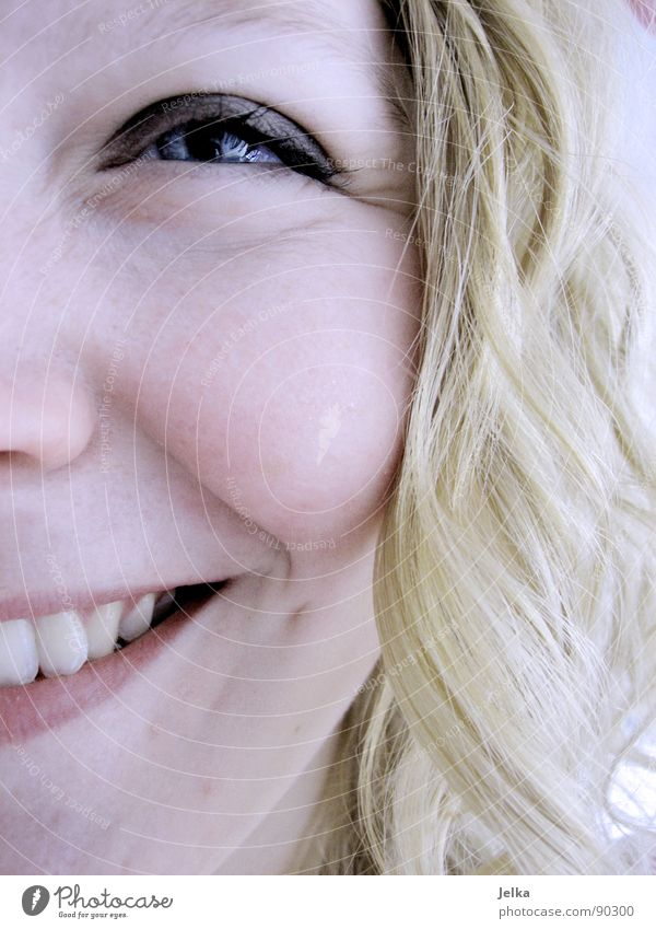 Neues von der Robbe! Mensch Frau Freude Gesicht Erwachsene Auge Haare & Frisuren lachen Glück blond Mund Nase Fröhlichkeit Falte Locken grinsen