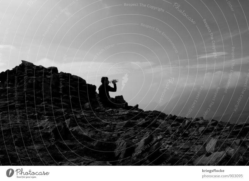 Lebenselixier Mensch Natur Mann Landschaft ruhig Ferne Erwachsene Berge u. Gebirge Bewegung Glück Freiheit Gesundheit Felsen maskulin Kraft