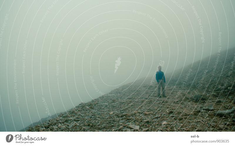 Mensch Ferien & Urlaub & Reisen Jugendliche Einsamkeit ruhig 18-30 Jahre Junger Mann Ferne Erwachsene Berge u. Gebirge Leben Wege & Pfade Freiheit Gesundheit
