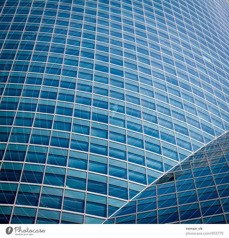 Wer im Glashaus sitzt... blau Stadt Fenster Architektur Gebäude Stil oben Arbeit & Erwerbstätigkeit glänzend Fassade Business Ordnung Häusliches Leben elegant