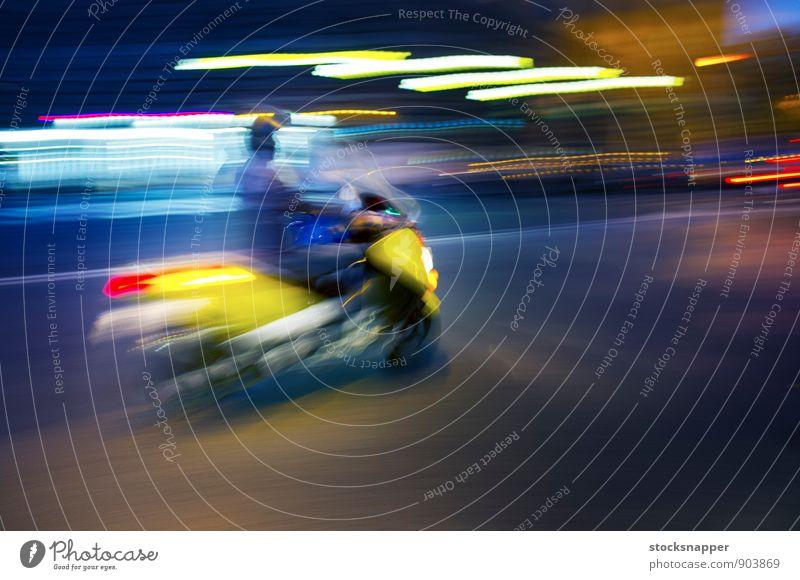 Roller Kleinmotorrad Fahrzeug Unschärfe Bewegung Verkehr Geschwindigkeit Rom Italien Stadt Licht Straße Fahrrad abstrakt Stadtleben Reiten schnell gelb