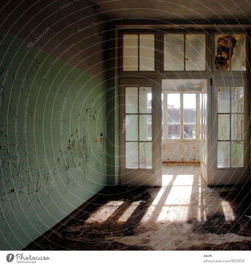Lightbox alt grün Haus Fenster Wand Innenarchitektur Architektur Mauer Gebäude braun Fassade Wohnung Raum Häusliches Leben Tür kaputt