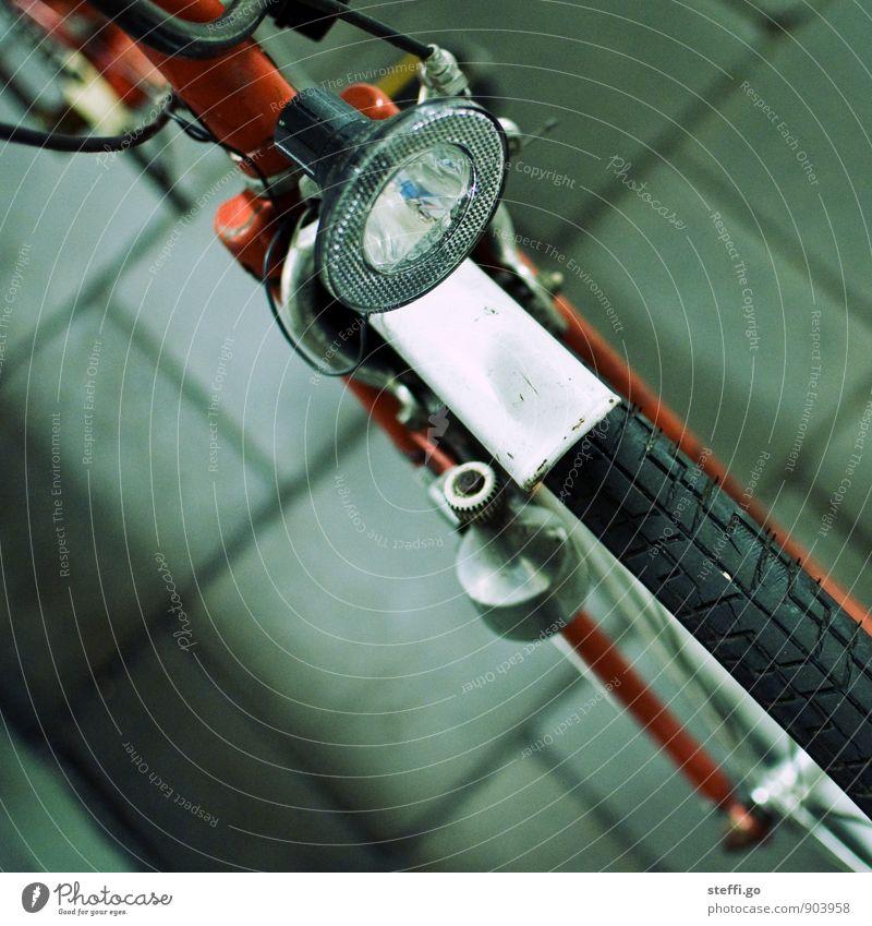 §67 StVZO Ferien & Urlaub & Reisen alt Stadt rot Straße Bewegung Wege & Pfade leuchten Verkehr Fahrrad Tourismus Ausflug retro Fahrradfahren Abenteuer