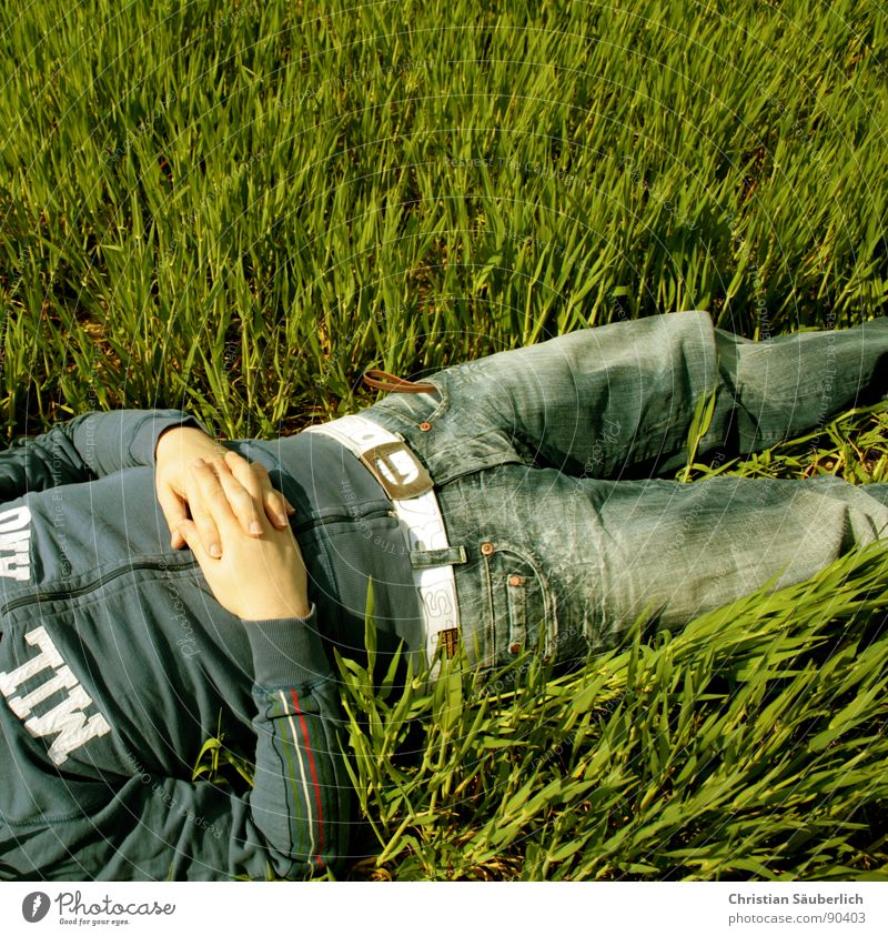 ENJOY SPRING II grün blau ruhig Erholung Gras Frühling Zufriedenheit frei schlafen genießen Sonnenbrille Unbekümmertheit friedlich Frühlingsgefühle Halbschlaf