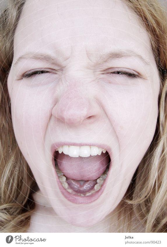 """eigentlich """"schrei"""", aber wegen Tokio Hotel nicht... Mensch Frau Mädchen Gesicht Erwachsene Haare & Frisuren blond Mund Nase Zähne schreien Gesichtsausdruck Wange Grimasse"""