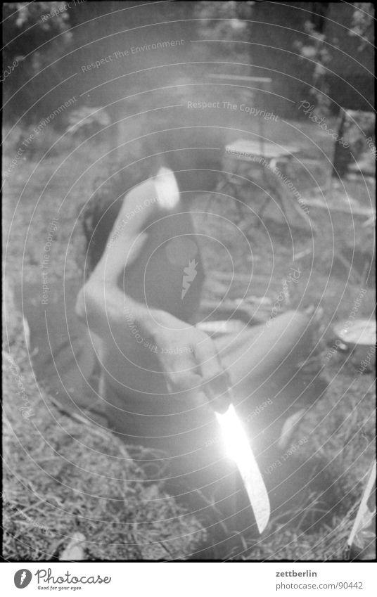 Mein Bruder Mann Jugendliche Sonne Sommer Wiese Garten Gras Angst glänzend gefährlich bedrohlich Panik Messer Junger Mann Ernährung
