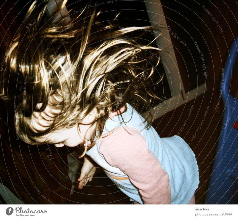 (b)engelchen fliiiiiieg ... Kind Freude Spielen lachen Haare & Frisuren fallen Wohnzimmer Kleinkind laut hüpfen Rutsche