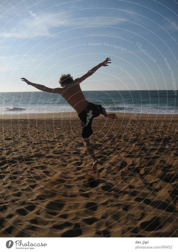 Zeit für Nichts Mann Sonne Meer Sommer Freude Strand Ferien & Urlaub & Reisen Leben springen Freiheit Glück Sand Wärme Küste Wellen Zeit