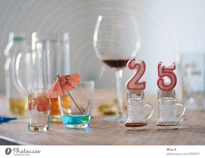 ausgebrannt 18-30 Jahre Gefühle Feste & Feiern Stimmung Party Lifestyle Dekoration & Verzierung Glas Geburtstag Getränk Ziffern & Zahlen Kerze trinken Wein Bier