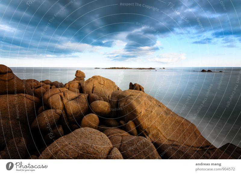 Horizont Natur Ferien & Urlaub & Reisen Wasser Meer Einsamkeit ruhig Wolken Ferne Bewegung Küste Freiheit Felsen Kraft Insel Beginn