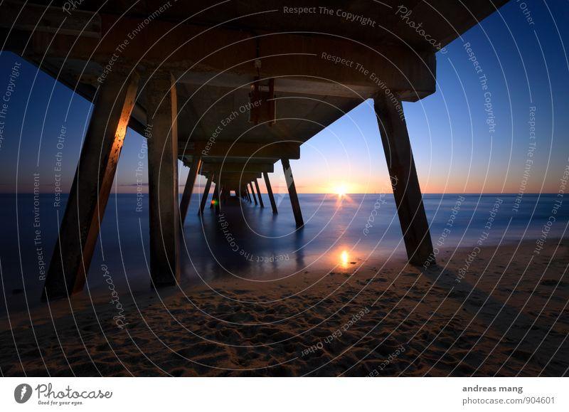 Blauer Sonnenuntergang Ferien & Urlaub & Reisen Erholung ruhig Ferne Wege & Pfade Horizont Zufriedenheit Tourismus Perspektive Beginn Zukunft Brücke Ewigkeit Hoffnung Neugier Ziel