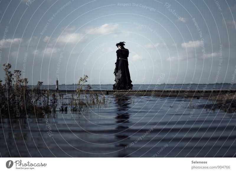 auf hoher See Mensch Frau Himmel Natur Ferien & Urlaub & Reisen Meer Landschaft Wolken Strand Ferne Umwelt Erwachsene feminin Küste natürlich Freiheit