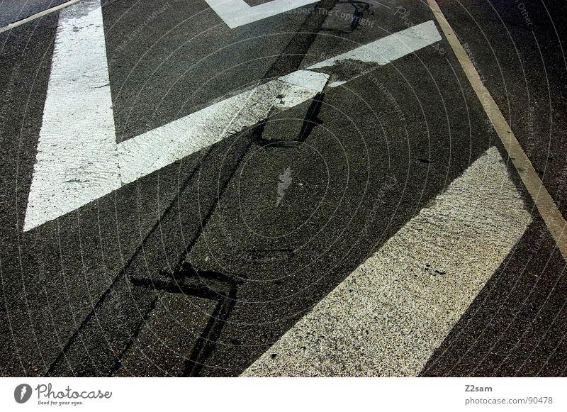 streifen machen schlank weiß Stadt gelb Straße dunkel Stil Linie Schilder & Markierungen Beton Verkehr Perspektive einfach Streifen Spitze Verkehrswege tief