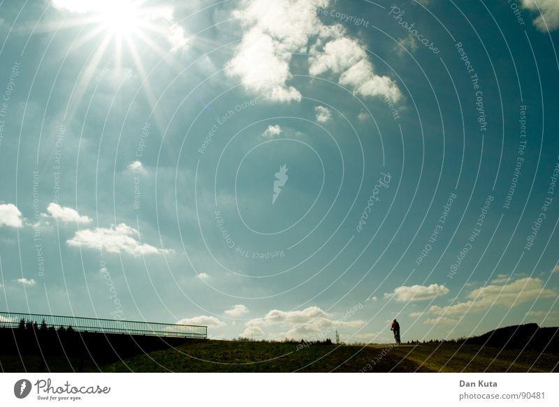 Unendliche Weiten Himmel Natur Sonne Wolken Ferne Gefühle Freiheit Wärme Horizont Wetter Fahrrad natürlich Elektrizität Fröhlichkeit authentisch Brücke