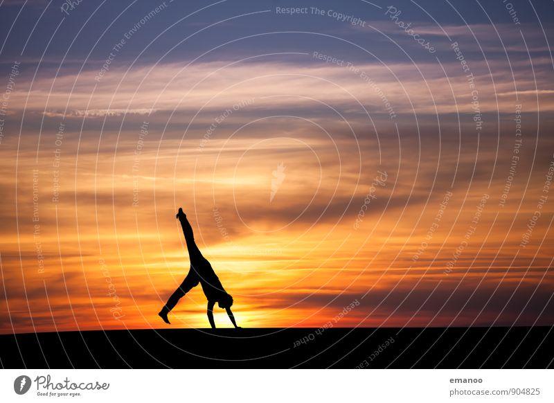 sunset cartwheel Mensch Himmel Ferien & Urlaub & Reisen Jugendliche Wolken Freude Junger Mann Ferne Wärme Leben Bewegung Sport Freiheit Horizont Wetter