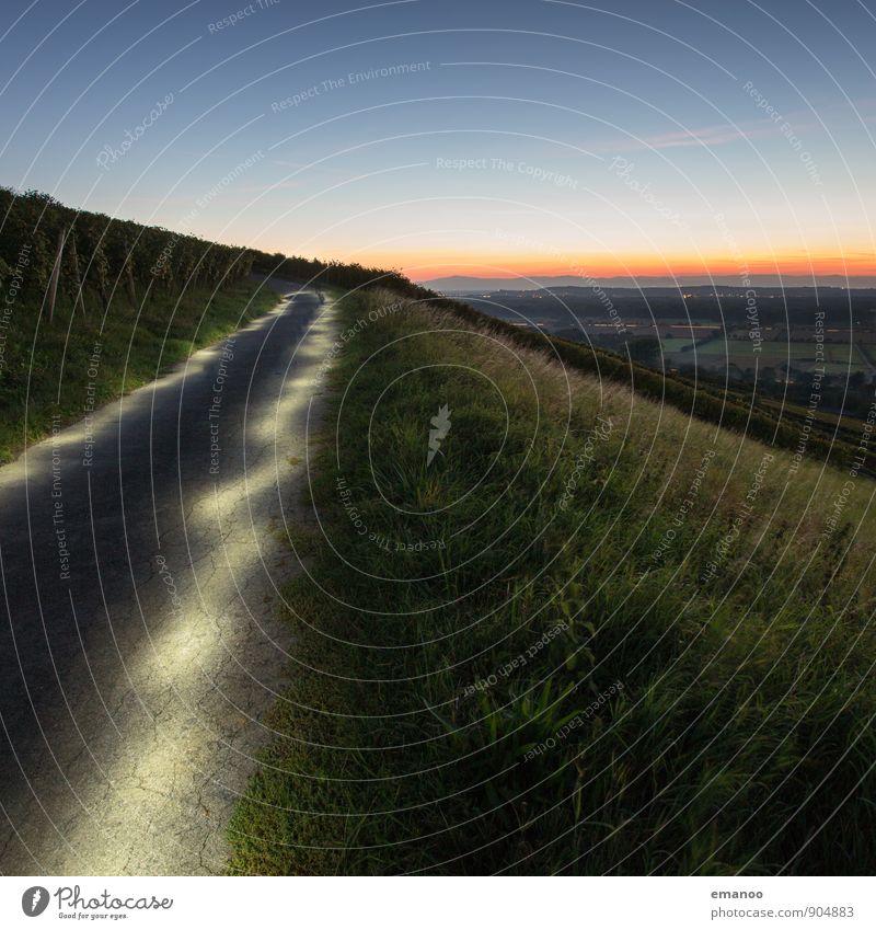 Weg der Erleuchtung Himmel Ferien & Urlaub & Reisen Landschaft Ferne Berge u. Gebirge Straße Gras Wege & Pfade Freiheit Horizont leuchten Verkehr wandern hoch