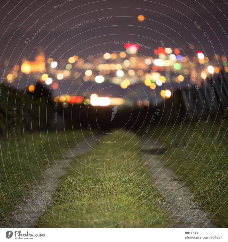 zwei Wege in die Stadt Ferien & Urlaub & Reisen Tourismus Ausflug Ferne Städtereise Berge u. Gebirge wandern Gras Hügel Stadtzentrum Haus Hochhaus Kirche Straße