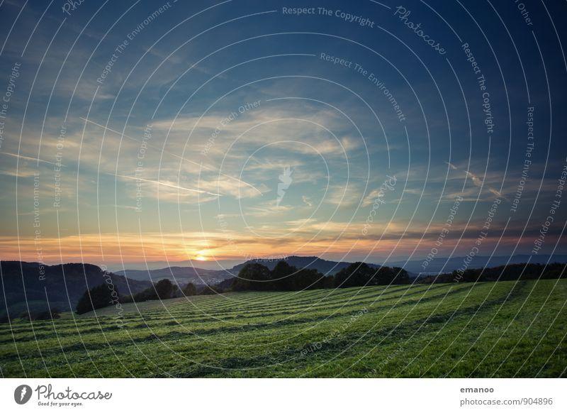Feldlinien Himmel Natur Ferien & Urlaub & Reisen blau Pflanze grün Sommer Sonne Landschaft Ferne Umwelt Berge u. Gebirge Wiese Gras natürlich Freiheit
