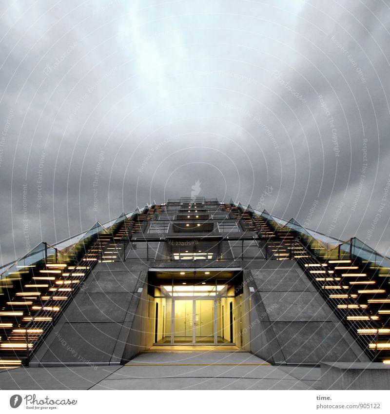 ready for liftoff Hamburg Haus Hochhaus Hafen Bauwerk Gebäude Architektur Mauer Wand Treppe Fassade Balkon Terrasse außentreppe Sehenswürdigkeit Wahrzeichen