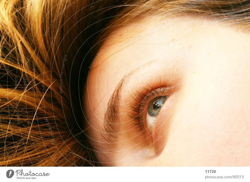 wach Tagträumer träumen Kontrolle Erwartung Konzentration Frau Schlafzimmer wach bleiben Blick Auge beobachten liegen Müdigkeit