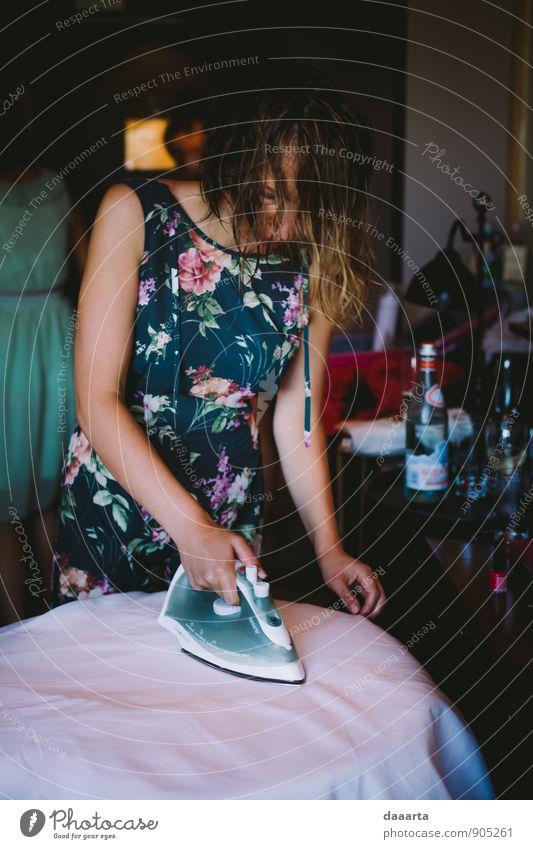 Eisen Lifestyle elegant Design Freude Spielen Feste & Feiern feminin Kleid Bewegung Denken einfach Ekel Erfolg Freundlichkeit Fröhlichkeit frisch Gesundheit gut
