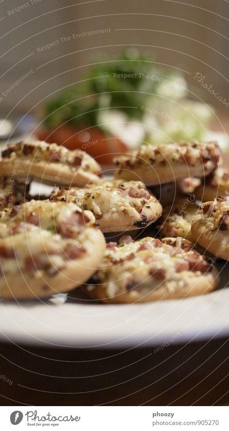 Gestapelte Pizza Essen Ernährung lecker Dienstleistungsgewerbe Handel Koch Büffet Brunch Fingerfood