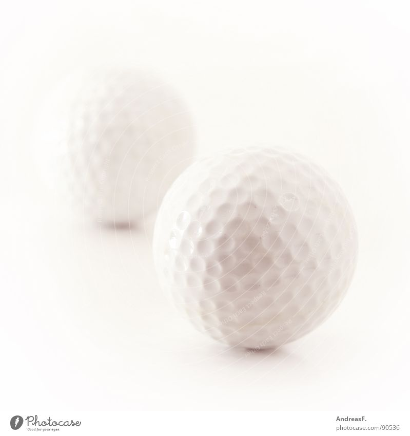 Golf. Golfball weiß Minigolf Freizeit & Hobby Spielen Golfplatz Golfer hart Sport Ball High Key hell Statue