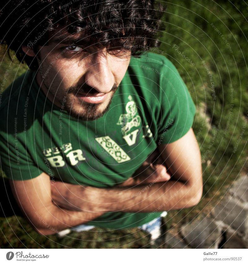 Kein Kommentar Porträt Blick Sommer hypnotisch kalt selbstbewußt Mann Schatten beobachten Coolness Sicherheit