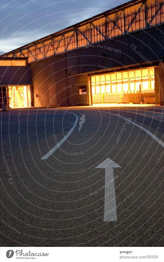 Up To Industry Licht Lagerhalle kalt Industrie Architektur Pfeil Technik & Technologie Abend Hafen Straße
