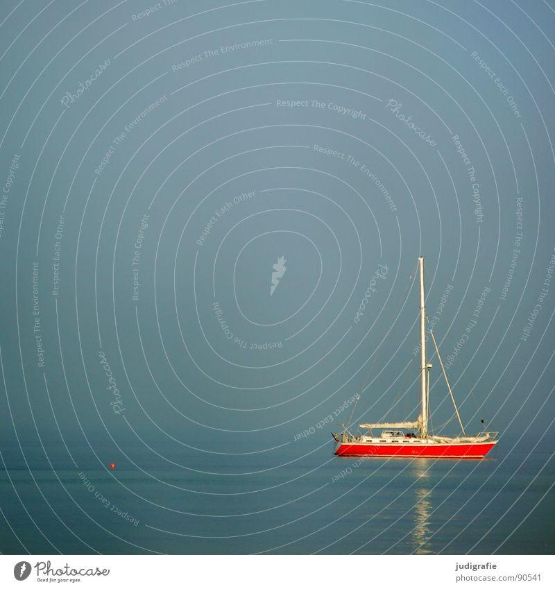Ruhe See Wasserfahrzeug Segelboot rot Anker ruhig Ferien & Urlaub & Reisen Liegeplatz Ankerplatz Schifffahrt Sommer Frieden Meer Himmel Ostsee Erholung