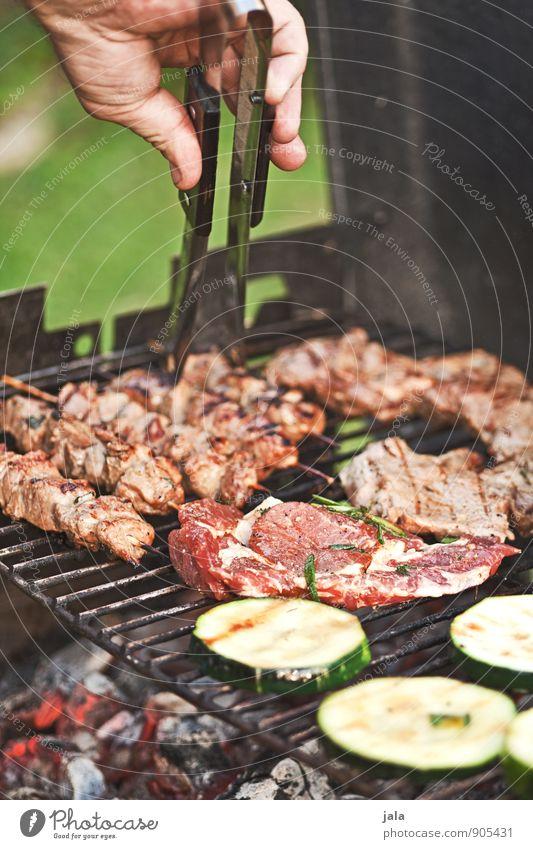 grillen Lebensmittel Fleisch Gemüse Ernährung Mittagessen Abendessen Grillen Besteck Hand frisch lecker Grillrost Grillkohle Farbfoto Außenaufnahme Tag