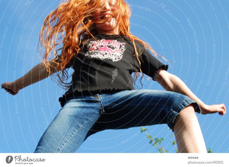 Dana_5 Himmel Jugendliche Mädchen Sommer Freude Bewegung Haare & Frisuren springen Kraft hoch Niveau Fitness Locken langhaarig Kind rothaarig