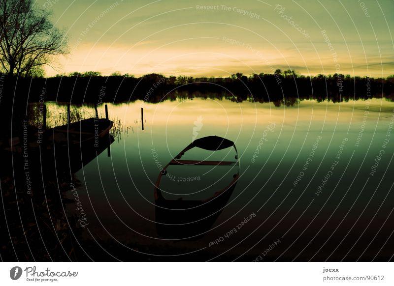 Tauchboot Abenddämmerung abgelegen Angeln Baum beschaulich Wasserfahrzeug Einsamkeit Erholung dunkel Fischerboot ruhig Horizont Denken Ruderboot schweigen See