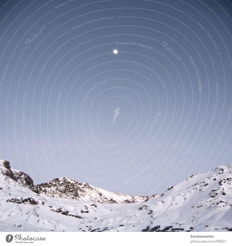 mondsüchtig weiß Winter kalt Schnee Berge u. Gebirge Stein Lampe Felsen Schweiz Mond Verlauf Alm Bergkette Himmelskörper & Weltall Vollmond nachten