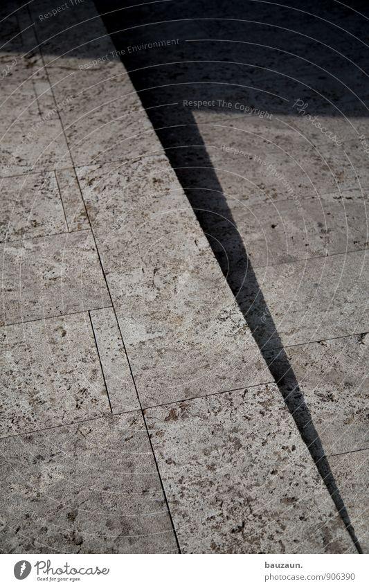 \. Sommer Stadt Hochhaus Bankgebäude Platz Marktplatz Treppe Fußgänger Wege & Pfade Stein entdecken gehen laufen eckig grau Farbfoto Gedeckte Farben