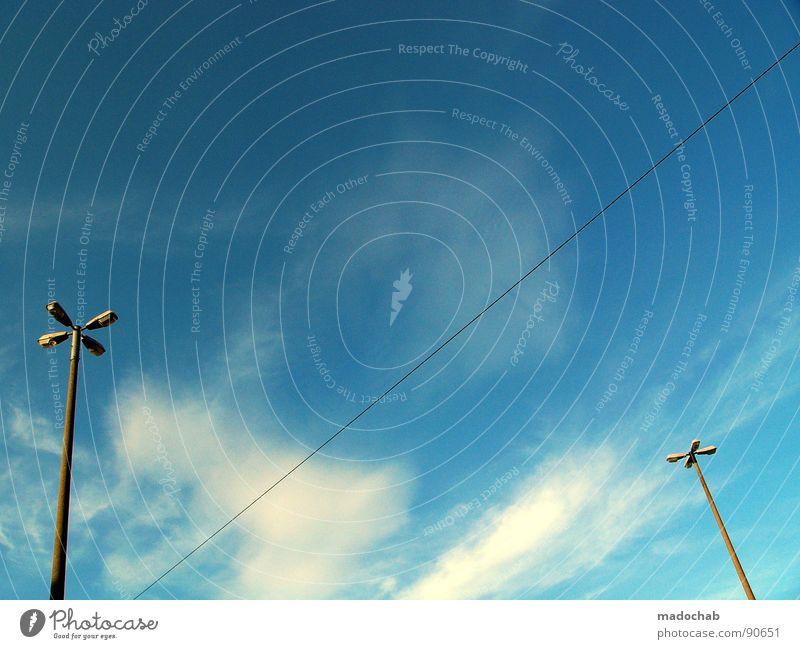 SUMMER IN THE CITY Verbindung Leitung Knoten chaotisch Überleitung streben graphisch Laterne Lampe Draht Elektrizität Kraft Himmel Muster industriell