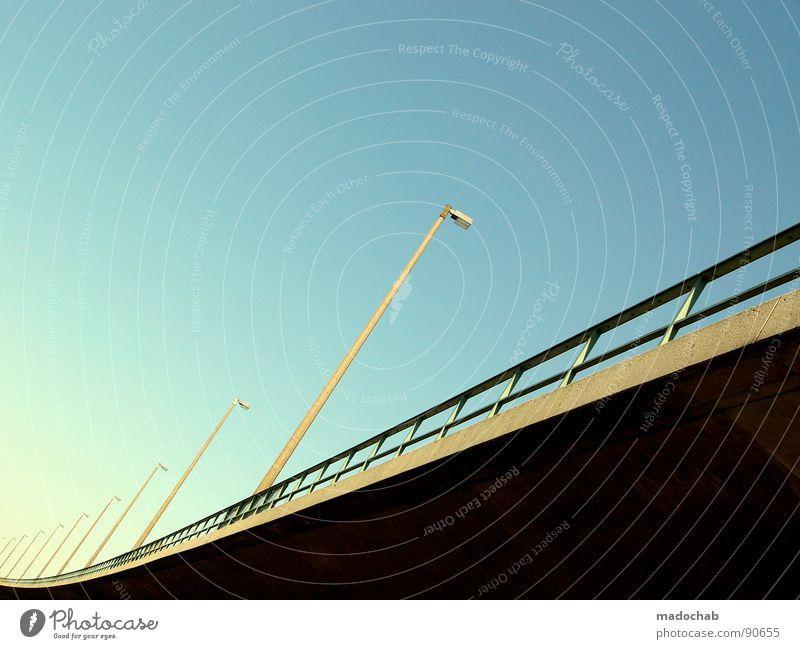 BANAL IM REGAL Himmel Architektur Stein Lampe Linie Kraft Energiewirtschaft Beton Elektrizität Brücke Turm Klarheit Industriefotografie Schönes Wetter Kontakt Laterne