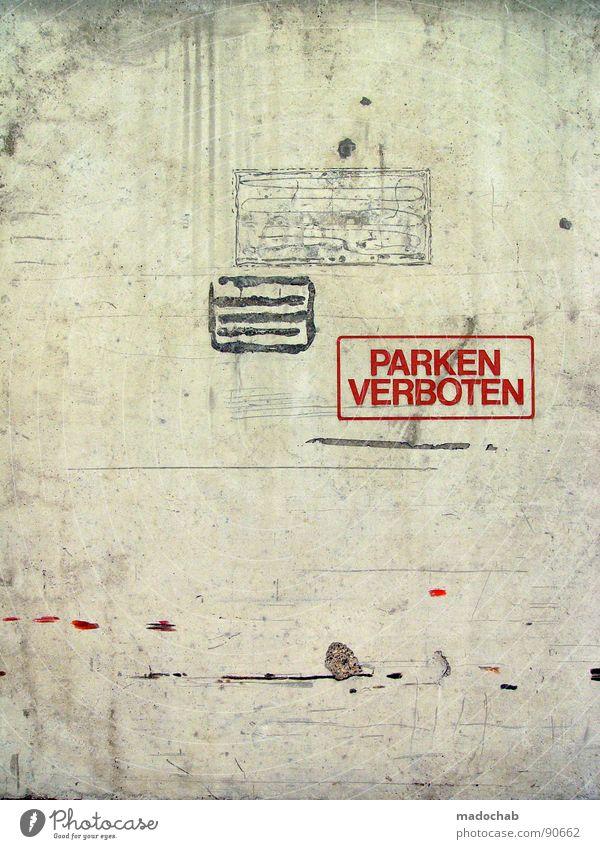 IMMERNOCH: VERBOTEN Beton Wand Mauer grau Verbote Typographie Buchstaben Wort trist leer Einsamkeit parken Parkverbot Halteverbot drohen