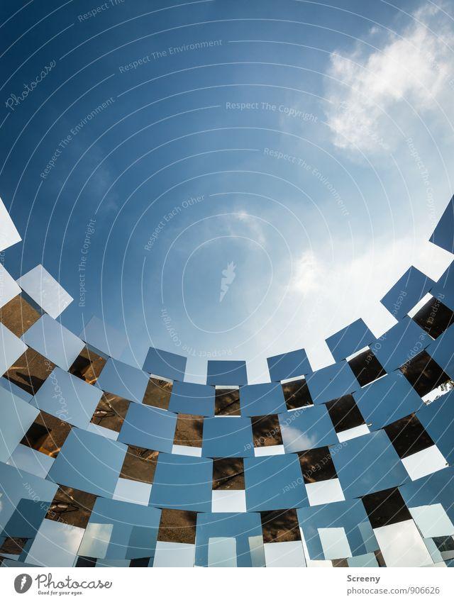 Wall Of Q Skulptur Himmel Wolken Sommer Park stehen hoch blau weiß Kraft Schutz Zusammenhalt Farbfoto Außenaufnahme Menschenleer Tag Licht Schatten