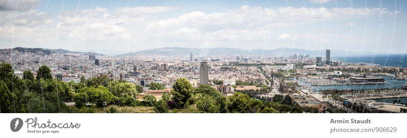 Barcelona - Panorama Sommerurlaub Landschaft Himmel Schönes Wetter Stadt Hafenstadt Stadtzentrum Altstadt Menschenleer Haus Sehenswürdigkeit Jachthafen