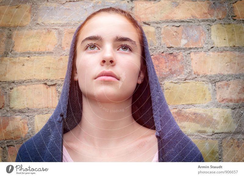 Maria Mensch Frau Kind Jugendliche schön Ferne Erwachsene Wand Gefühle feminin Mauer Religion & Glaube elegant trist sitzen 13-18 Jahre