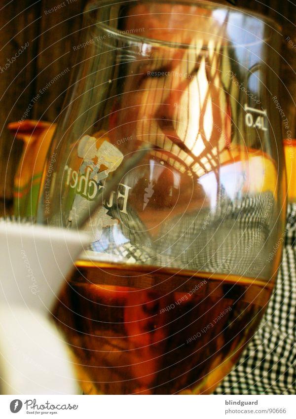 Das letzte Pils ... Freude Gesicht Auge Linie lustig Feste & Feiern Glas Nase Tisch Getränk leer trinken Ohr Punkt Bier Alkohol